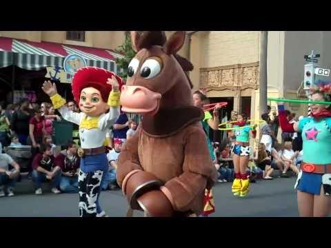 Video Pixar Pals Countdown to Fun! parade - Disney's Hollywood Studios download in MP3, 3GP, MP4, WEBM, AVI, FLV January 2017