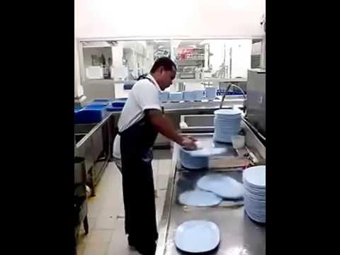 Anh ấy là thánh rửa bát đĩa