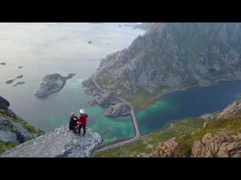 Πρόταση γάμου με θέα τον γκρεμό στην Νορβηγία