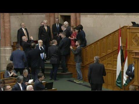 Ουγγαρία: Ηχηρή αντίδραση της αντιπολίτευσης στο «νόμο σκλάβων»…