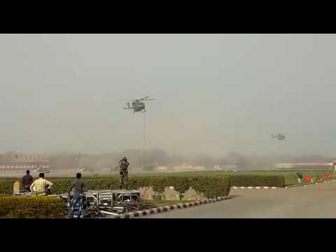 Индийские военные упали с вертолета во время учений