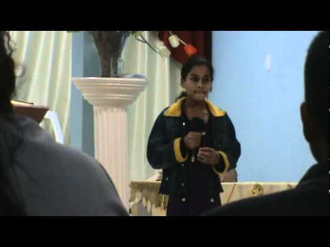 sara rodrigues cantando na igreja da pastora eva em galileia mg