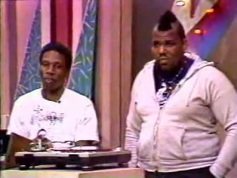 scratching - HOW TO BE A DJ BY THE LEGENDS DJ JAZZY JAY AND AFRIKA BAMBAATA,SOME BASIC FACTS OF DJING AND SCRATCHIN PLUS QUESTION AND ANSWER INFO WITH STUDIO AUDIENCE.RAR...