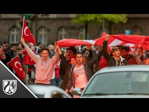 Duisburg: Erdogan-Anhänger feiern Türkei-Wahl-Sieg  ...