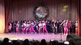 Фінальний танець звітного концерту танцювального колективу