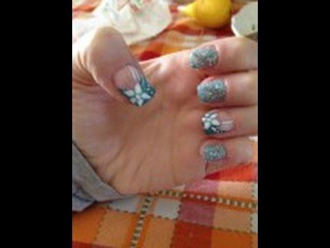 nail art con fiore