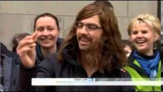 Joe Jonas surprises a super fan who asked him to prom by pulling off a disguise