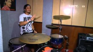 Entertainment News - Eno Netral mengajar drum