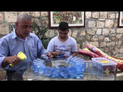 العرب اليوم - شاهد: عبد الجليل الرازم فنان تشكيلي مقدسي متعدد المواهب