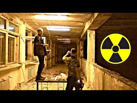 Сталкеры проводят свет в мёртвый город Припять в Чернобыльской зоне отчуждения