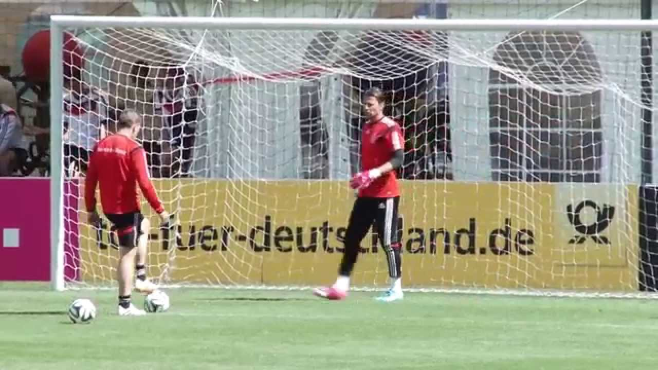 "Roman Weidenfeller denkt an die WM: ""Es kitzelt in den Fingern"" | DFB-Trainingslager in Südtirol"