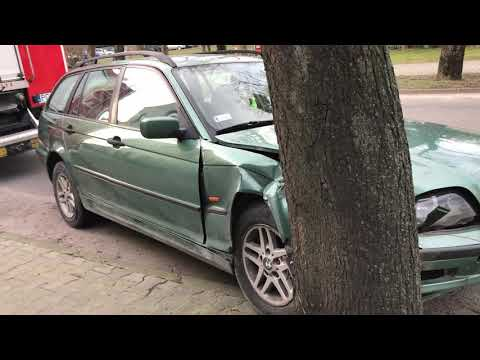 Wideo1: Autem w drzewo w Gostyniu