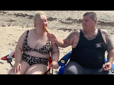 Mama June & Geno Spends 4th at the Beach! Looking Happy and Sober!