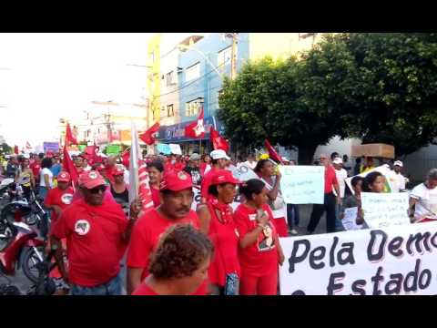 Manifestação de apoio ao governo federal fecha Avenida Porto Seguro em Eunápolis