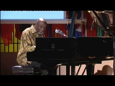 Ray LEMA plays piano solo at UNESCO.mov