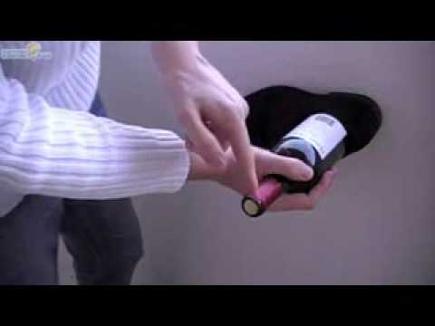 不用開瓶器,只要皮鞋就能開紅酒!百萬名網友傻眼見證!
