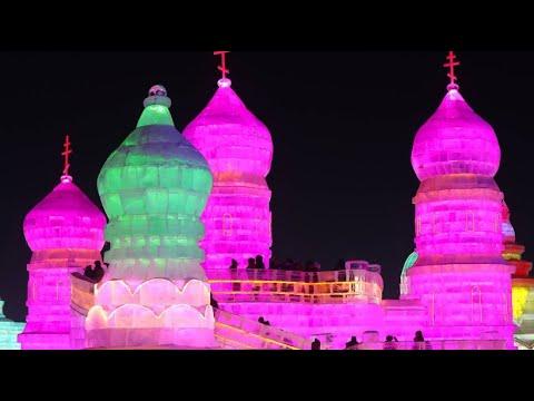 Buntes Eisfestival bei -25 Grad mit Künstlern aus 1 ...