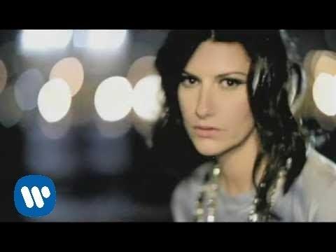 Con La Musica En La Radio - Laura Pausini (Video)