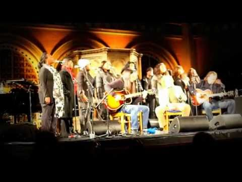 Mick Hucknall and the London Community Gospel Choir