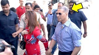 Video Akshay Kumar's GRAND Entry In New LOOK With Twinkle Khanna At Padman Song Aaj Se Teri Launch MP3, 3GP, MP4, WEBM, AVI, FLV April 2018