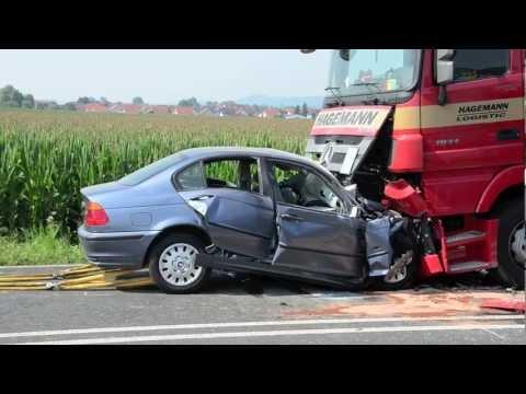 Kirchhain: Gegen Lkw, BMW-Fahrer stirbt