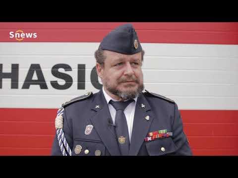 Odhalení pamětní desky a zavěšení stuhy na prapor Milovických hasičů