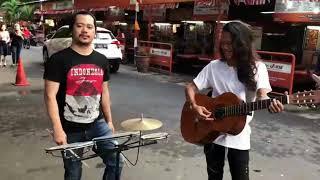Video Duet pengamen keren... suara mantapp dengan lagu - lagu nusantara MP3, 3GP, MP4, WEBM, AVI, FLV Desember 2017