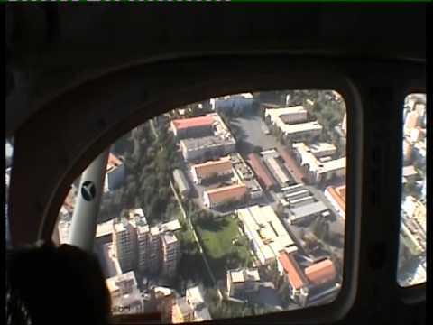 Paracaidistas lanzándose al estadio Angelo Massimino