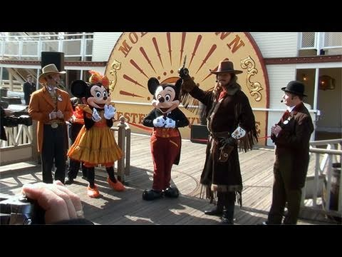 dlrpmagicvideo - Visit http://www.dlrpmagic.com to discover Disneyland Paris at the click of a mouse! The Molly Brown riverboat at Disneyland Paris was re-dedicated after a c...