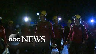 Video 4 boys rescued from flooded cave in Thailand MP3, 3GP, MP4, WEBM, AVI, FLV September 2018