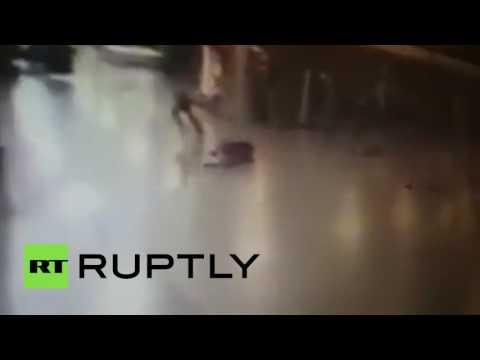 GRAPHIC: Police shoot Istanbul Ataturk airport attacker before he detonates himself (CCTV)_Legjobb vide�k: H�rek