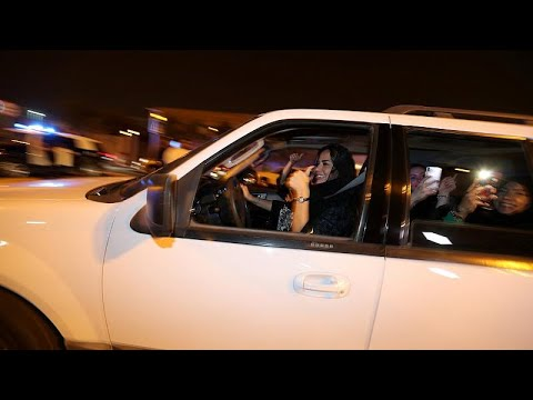 Οι γυναίκες έπιασαν για πρώτη φορά τιμόνι στη Σαουδική Αραβία…