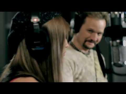 Travis Tritt Duets with Daughter, Melissa Etheridge Calls Angelina Jolie Fearful