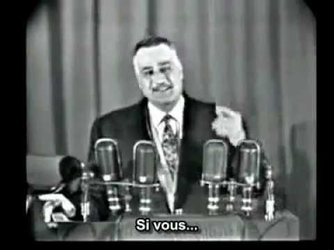 1950 : Nasser, hilare, explique que les frères musulmans lui demandent d'ordonner à toutes les femmes de porter le voile. L'assemblée s'étrangle de rire