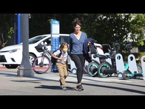 Jennifer Garner Juggles Mom Duty And Her Flourishing Start-Up Company