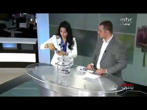 الدكتور معتز كوكش يغسل هاتف لجين عمران على الهواء مباشرة
