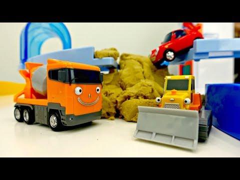Video Tayo el autobús y coches. Los juguetes reparan la carretera. download in MP3, 3GP, MP4, WEBM, AVI, FLV January 2017
