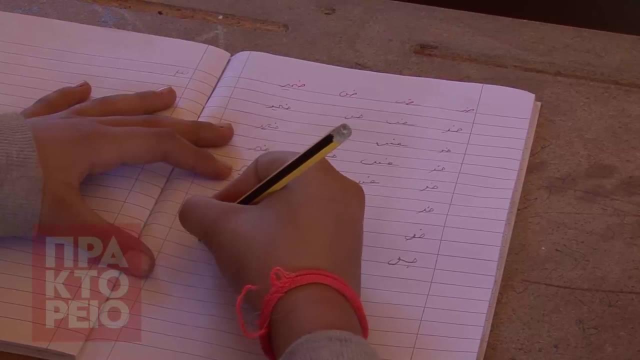 Ένα «σχολείο» για τα παιδιά της Softex με θρανία φτιαγμένα από ξυλουργούς του κέντρου φιλοξενίας