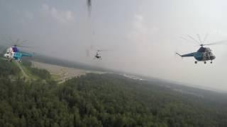 На чемпионате мира по парашютному спорту выступила пилотажная группа на вертолетах Ми-2