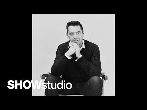 In Fashion: Roland Mouret interview (видео)