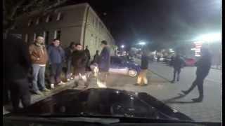Wjazd policji przerywa popisy driftera pod centrum handlowym w Lublinie