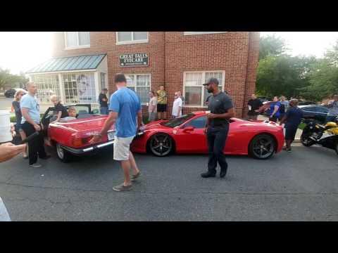 Hups! Nainen parkkeeraa autonsa Ferrari 458 Specialen konepellille