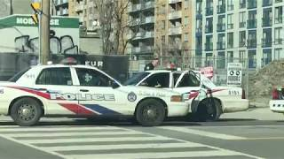 Nonton Toronto Police Car Back Window Smashed By Man In Custody   Feb 2018 Film Subtitle Indonesia Streaming Movie Download