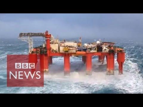 驚心動魄!風暴襲擊海上鑽油平台設施