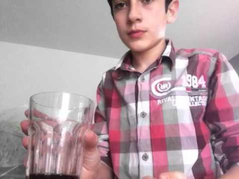 Défi 2 : Boire 3 cuillères de jus de fraise !