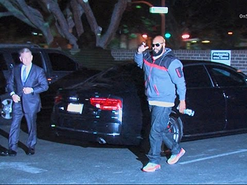 Video: BREAKING VIDEO: Suge Knight Turns Himself in on Murder Charge