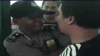Video Hehehe, Polisi Mewek Ini Bikin Sakit Perut! Ngamuk Di Pengadilan Karena Vonis Tidak Adil MP3, 3GP, MP4, WEBM, AVI, FLV Juni 2018