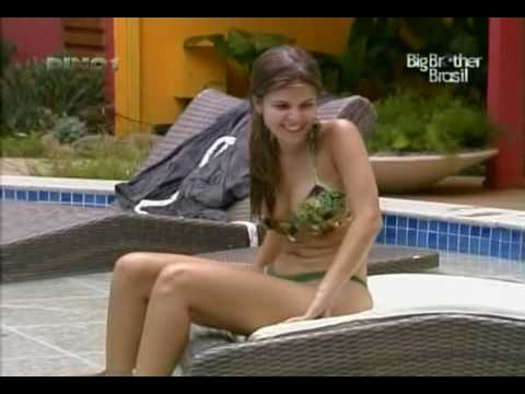 Big Brother Brasil 10 - Claudia e Fernanda na piscina