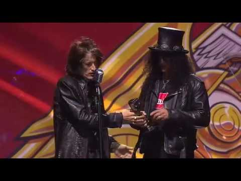 guitar - Slash receives the inaugural APMAs Guitar Legend Award. Watch his acceptance speech after being introduced by Aerosmith guitarist Joe Perry.