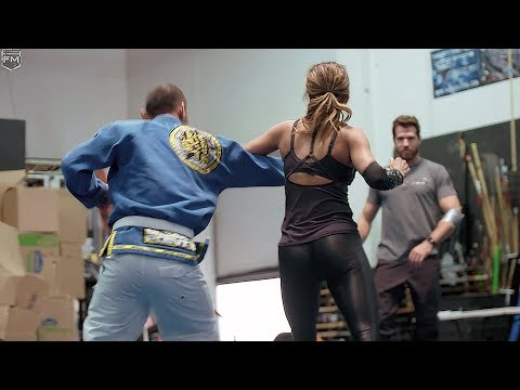 Halle Berry training for 'John Wick 3' Behind The Scenes